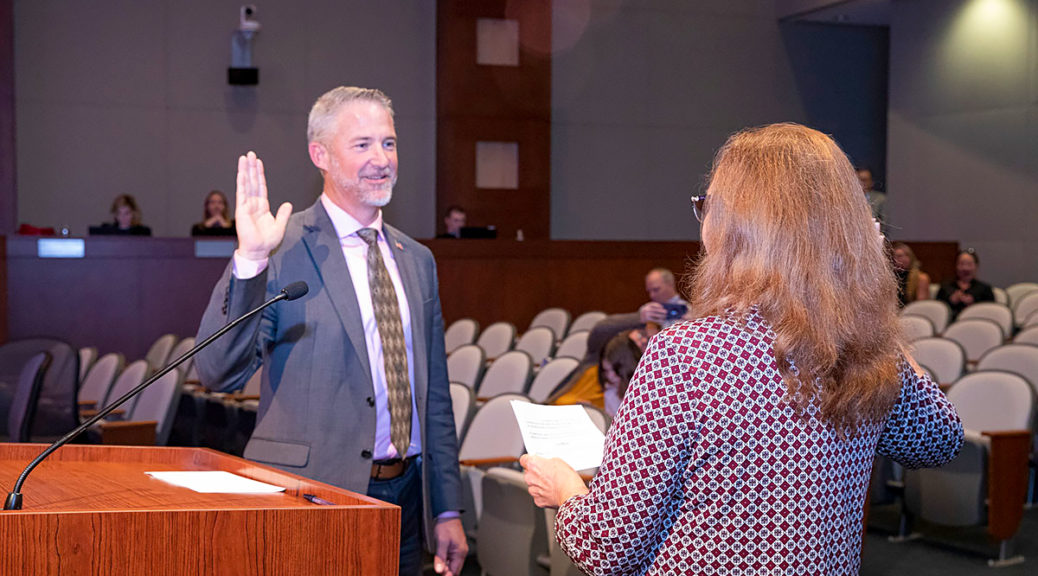 Chris Judd raises his right hand to be sworn in as Vice Mayor.